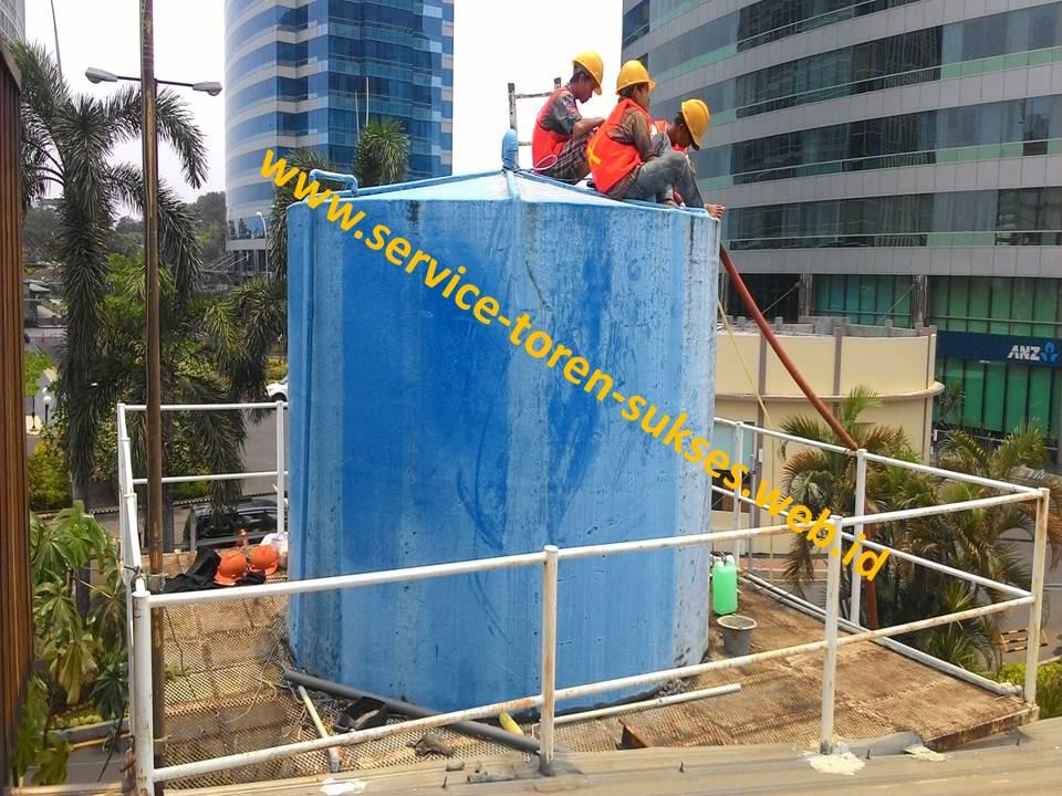 proses pembersihan roof tank